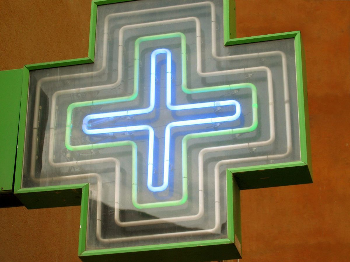 Cruz verde, cartel de farmacia